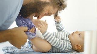 ブラジル出身のエステラ・ヘネル監督が9ヶ国の家庭を訪問し、子育ての現...