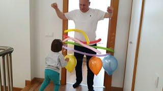 Fatih Selim babasını uyandıramayınca kapıya balonlarla engel hazırladı.