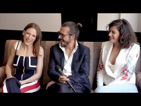 Phi's Serenay Sarikaya, Mehmet Günsür & Berrak Tüzünataç