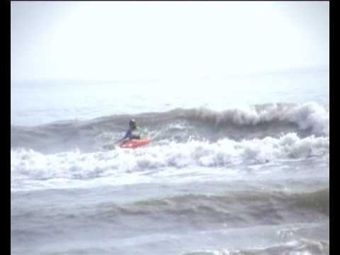 Kayak Surfing Dagger Juice 7.1.  @ Llantwit Major.