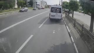 Нарушение ПДД водителем маршрутки о011кн152