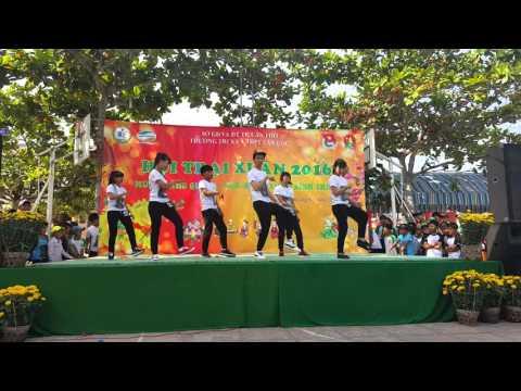 múa dân vũ + nhảy hiện đại 10A1