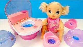 ПРИУЧАЕМ МАЛЫШКУ К ГОРШКУ #Кукла Беби Элайв #Игрушки Для девочек Играем Как Мама