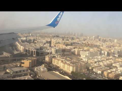 Посадка самолета в Дубай, вид из иллюминатора. 08.08.2017