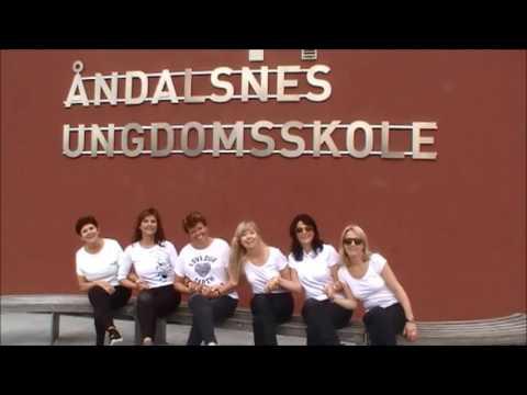 Lærerne på Åndalsnes Ungdomsskole synger Levva livet
