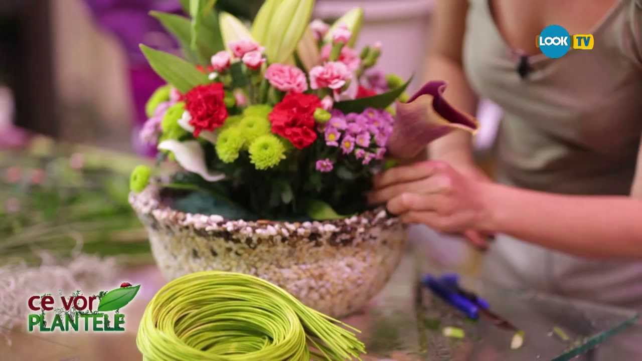 Aranjament Floral Din Cale Garofite Crizanteme Garoafe Si Crini