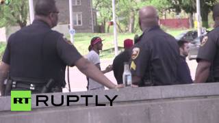 USA: Rival gangs team up to guard Baltimore school kids