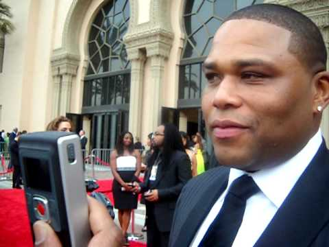 Anthony Anderson on the red carpet at the 41st NAACP Image Awards