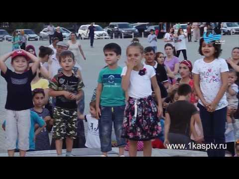 Благотворительная акция «В школу вместе» для детей из малоимущих семей прошла на городской площади