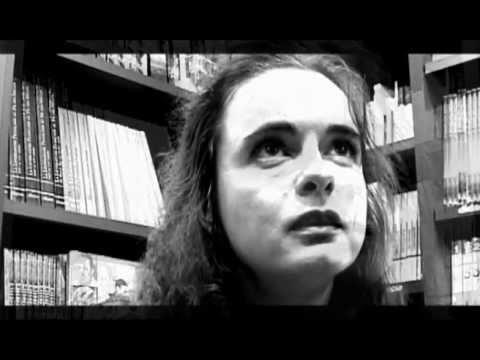 Amèlie Nothomb - Cosmetica del nemico (VO)de YouTube · Durée:  2 minutes 3 secondes · vues 274 fois · Ajouté le 08.05.2012 · Ajouté par nonleggereTV