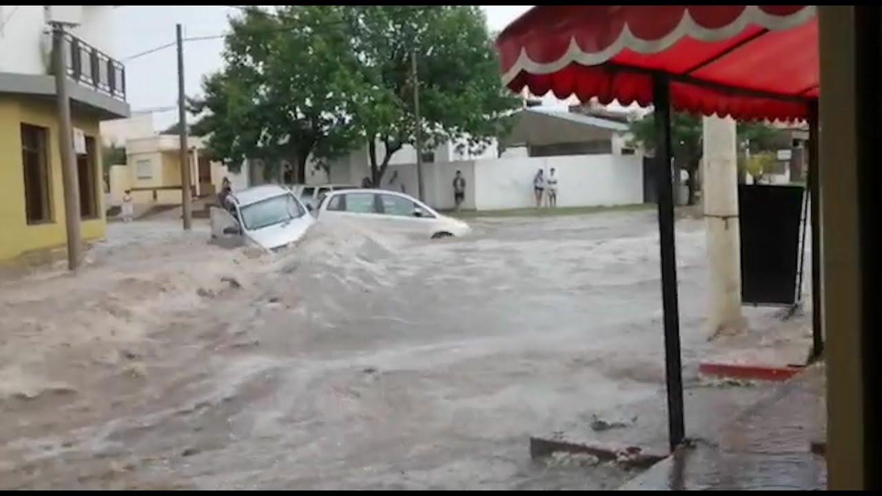 Violento temporal provocó inundaciones en Santa Rosa y hay 100 familias evacuadas