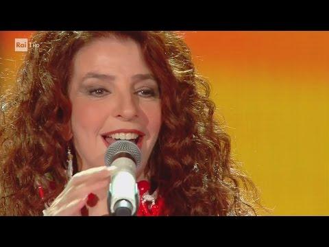 """Teresa de Sio canta """"Voglia 'e turnà"""" e """"Je so pazzo"""" - I Migliori Anni 05/05/2017"""