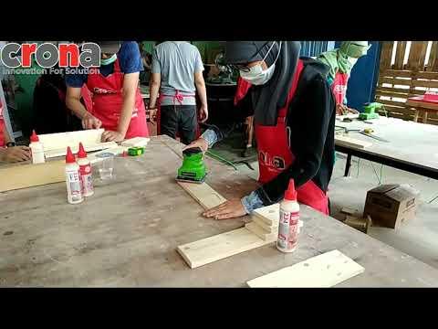 Sunday Maker Maret (2/2) Woodworking Workshop Wall Shelf