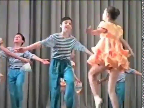 Ансамбль детского эстрадного танца. Дети танцуют матросский танец.