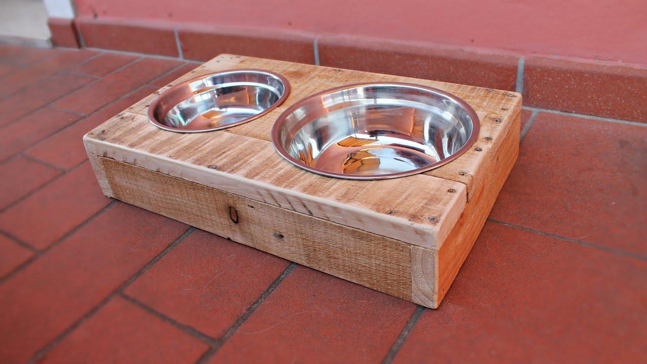 Portaciotole per cani e gatti riciclo pallet fai da te for Porta basculante per cani fai da te