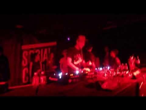 Boys Noize playing Alan Braxe - Vertigo (Thomas Bangalter Virgo Edit) @ Social Club 20/09/13 mp3