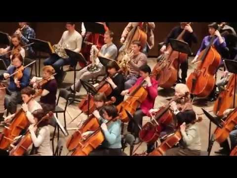 Красноярский академический  симфонический оркестр репетирует со своим новым дирижером из США