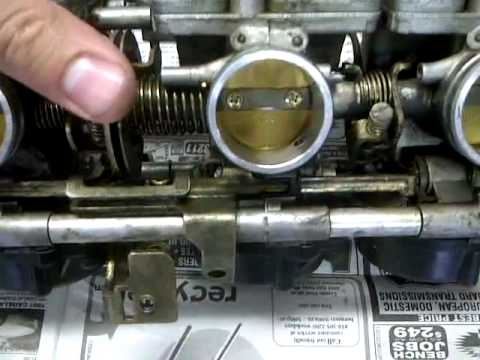yamaha FZR 600 carburator removed, taking a look at the innner workings