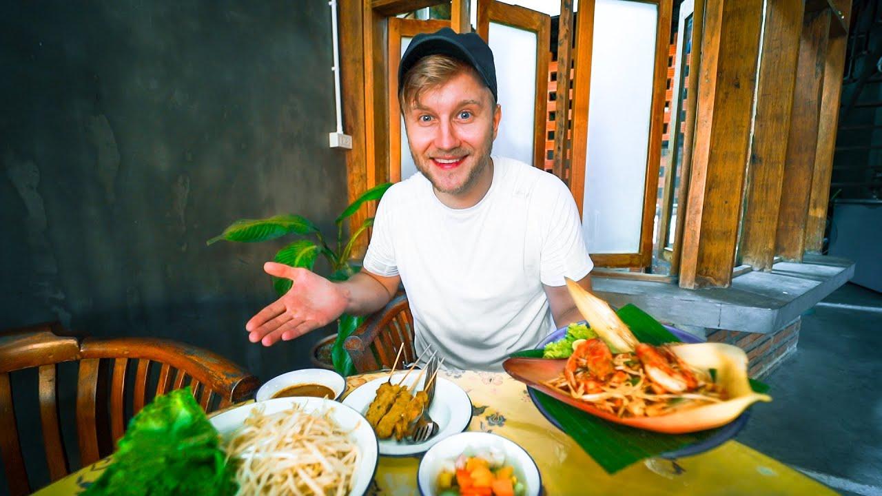 $3 Thai Street Food Lunch in Phang Nga / Abandoned Takua Pa / Thailand Motorbike Tour