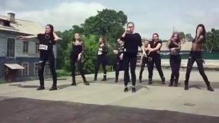 Девушки из Уссурийска зажгли под песню Ольги Бузовой «Мало половин», сообщает РИА VladNews.