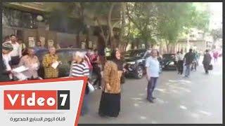 """بالفيديو.. """"مواطنون شرفاء"""" يتعدون بالألفاظ النابية على الصحفيين المعتصمين بالنقابة"""