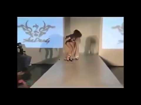【一瞬です】 セクシーハプニング:海外モデルの恥ずかしい映像