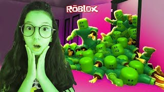 ROBLOX-WE WERE ATTACKED ON HALLOWEEN (Halloween Zombie Attack) | Luluca Games