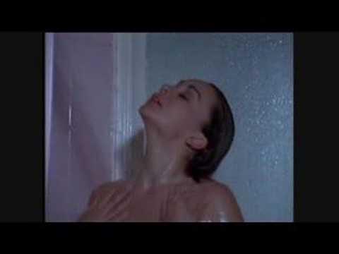 Lina Santos, bañandose