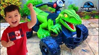 Father & Son unbox Power Wheels Jurassic World Dino Racer