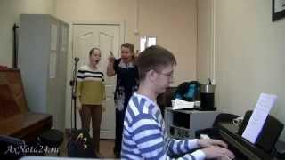 Урок вокала.Упражнение на октаве, сохранение позиционности.Опорное пение