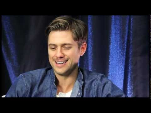 "Show People Clip: ""Les Miserables"" Star Aaron Tveit on Filming His Epic Death Scene as Enjolras"