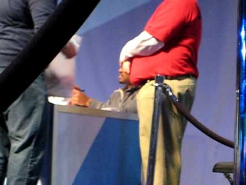 Darren Woodson signing autographs at NFL Experience