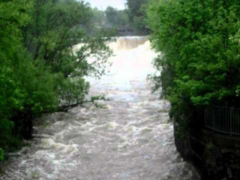 Glen Falls in Williamsville May 27 2011 - SDC10096.AVI