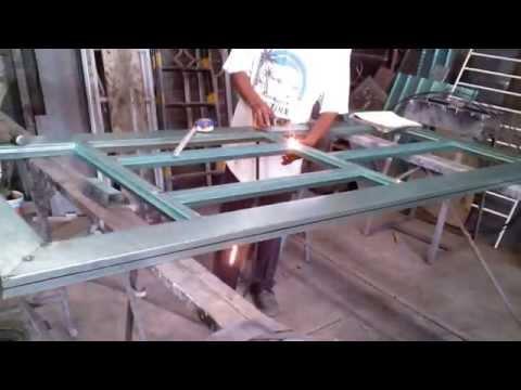 Como hacer una puerta metalica doovi for Como hacer una puerta de metal