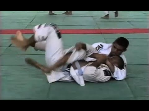 Do baú: Vitor Belfort faixa-azul em ação no Brasileiro de Jiu-Jitsu de 1994