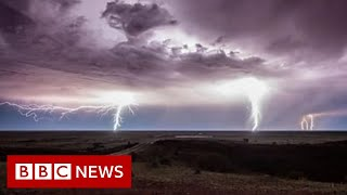 Australia drought: Capturing spectacular storms in the outback - BBC News