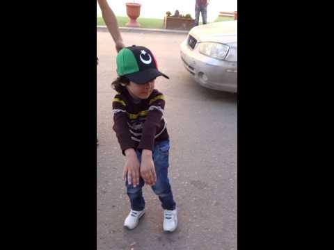 رقص طفل ليبي في بن عاشور يوم 17 فبرآير thumbnail