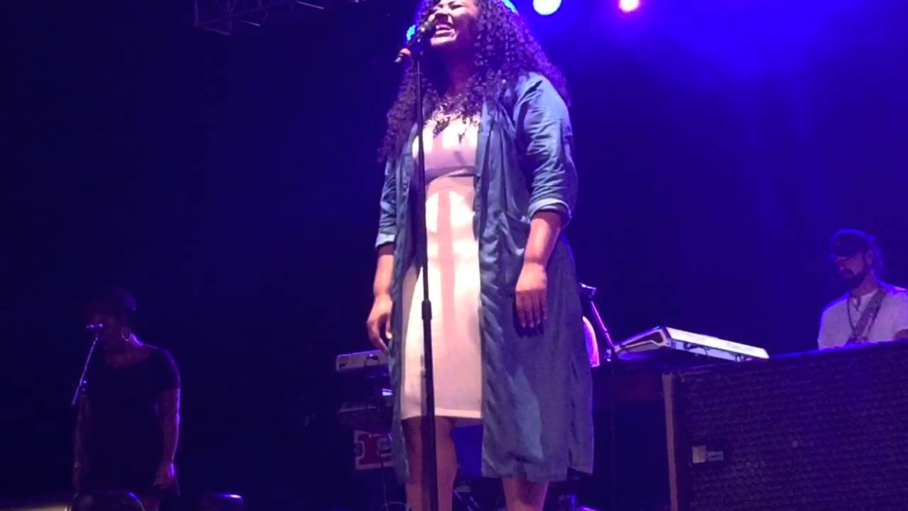 Jazmine sullivan stupid girls live summer stage nyc for Where do models live in nyc