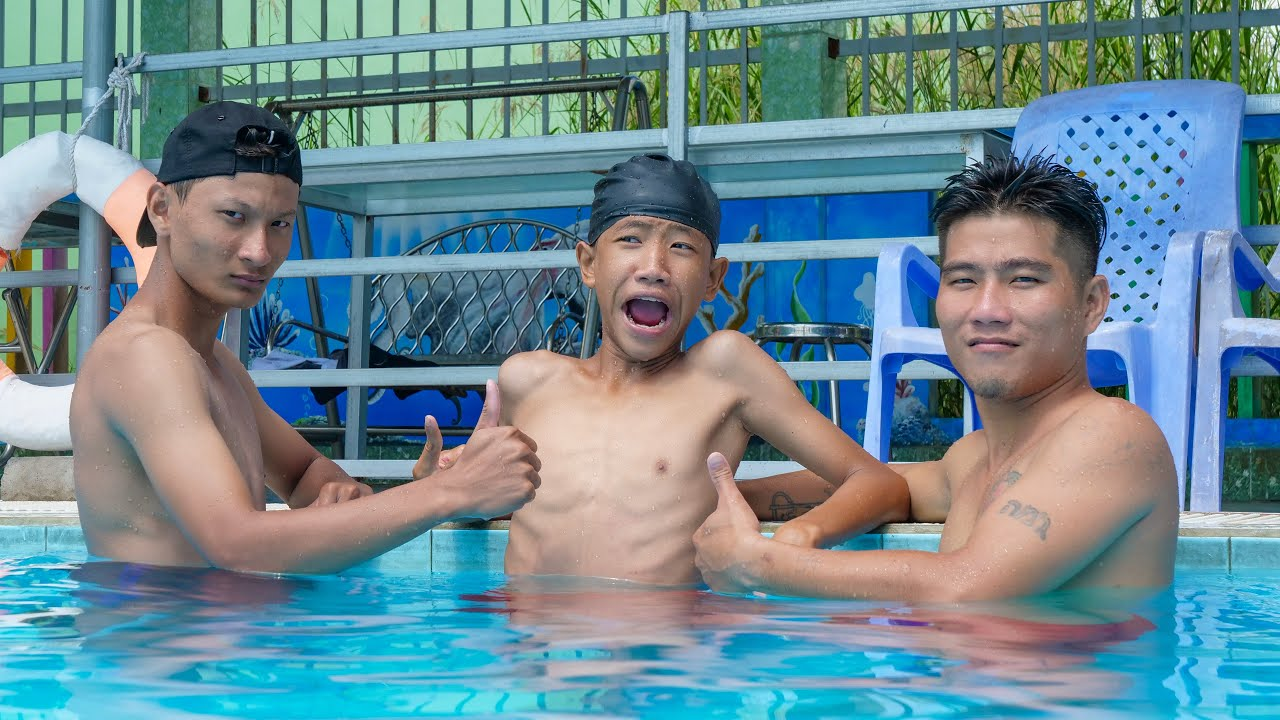 NERF WAR FOOTBALL VS SWIMMING BATTLE : KUN BƠI LỘI