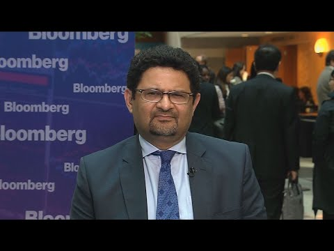 Pakistan Doesn't See Need to Devalue Currency,IsmailSays