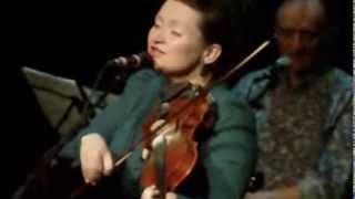 "Eliza Carthy and the Gift Band - ""Go And Leave Me"" Live"