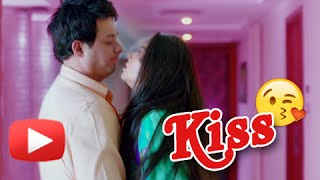 Repeat youtube video Swapnil & Sonalee's Passionate Kiss in Mitwaa - Latest Marathi Movie