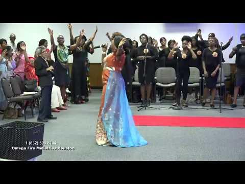 Hope Davis Leading Praise @ OFM Houston