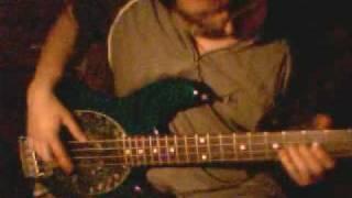 DIVIDIDOS - Salir a comprar - bass cover
