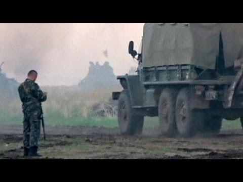 Ukraine: 'armoured convoy from Russia' crosses border