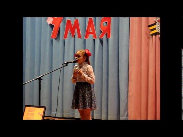 Изображение предпросмотра прочтения – ЕкатеринаКоробова читает произведение «Я спою тебе, родной» Л.Шмидт