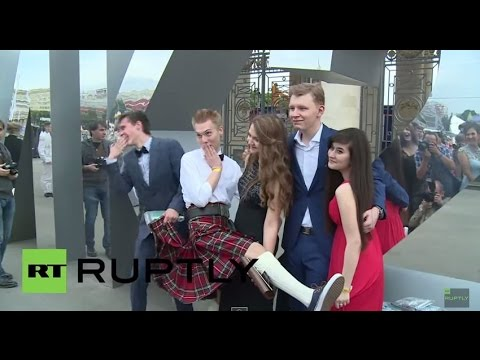 Russia: Thousands of students celebrate graduation in Moscow's Gorky Park