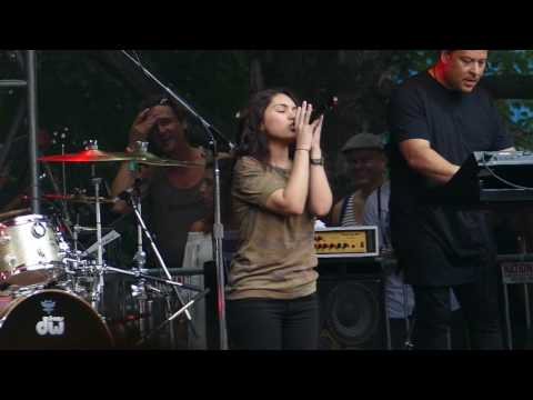 Alessia Cara - Wild Things - Lollapalooza 2016 Chicago