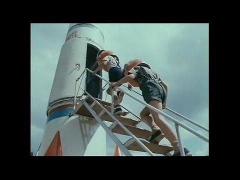 Просто ужас!, 1982. (космическая ракета на детской площадке) Волшебник, 1969.