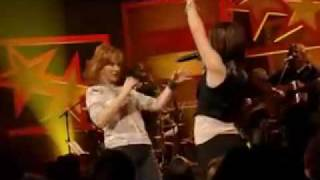 Kelly Clarkson   Reba McEntire - Since U Been Gone.flv